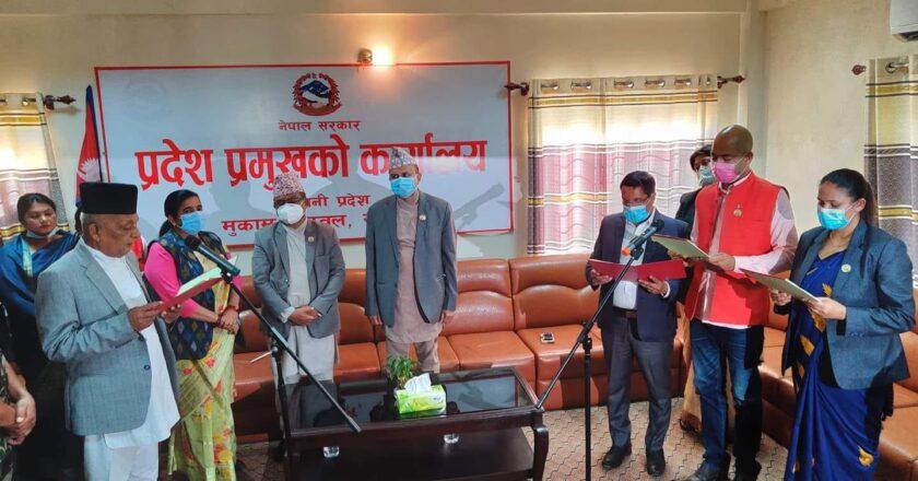 जसपाका सांसदकाे साथ पाउँदा लुम्बिनी प्रदेशका मुख्यमन्त्री पोखरेल 'सेफ जोन' मा